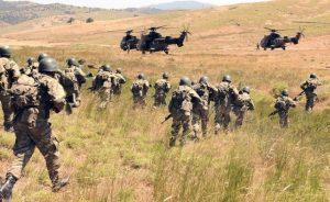 sinir otesi harekat yapan askerler